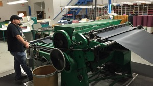 machine for cutting book cloth