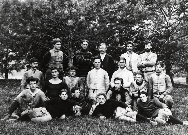 Cyclone-football-team-1895